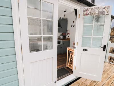 Photo for LADY BIRD RETREAT, pet friendly in Skinningrove, Ref 998292