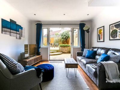 Photo for 2bed House w/garden & parking near Canary Wharf