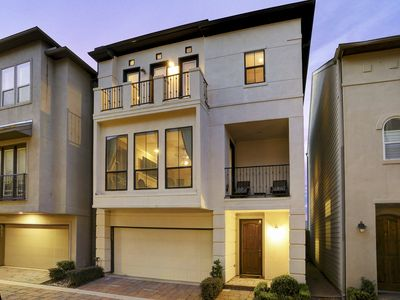 Photo for Immaculate Town Home!! - 3BR, 3.5BA + Gym