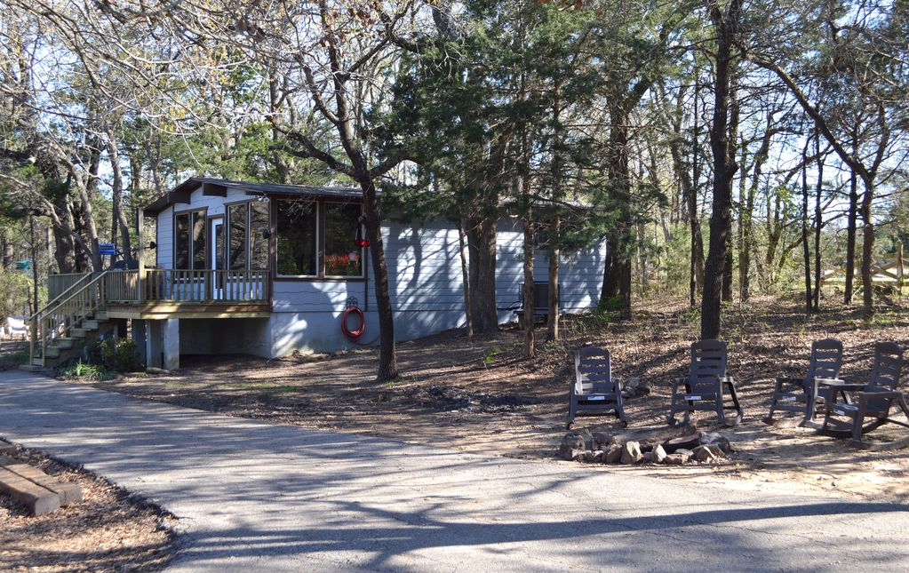 Lake texoma deer manor with golf cart renta homeaway for Lake texoma cabins with hot tub