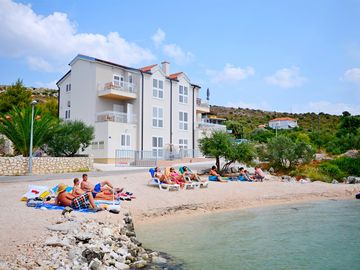 Search 4,067 holiday rentals