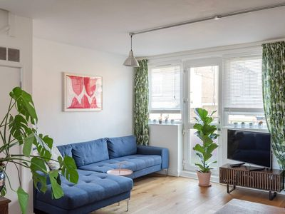 Photo for Light and airy 2 bed, for 4, Peckham