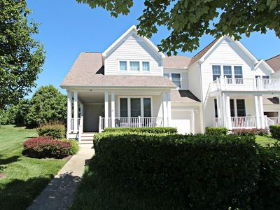 Photo for Bear Trap 4BR, 2.5BA home - Sleeps 9 - Steps to pools, golf, tennis, playground