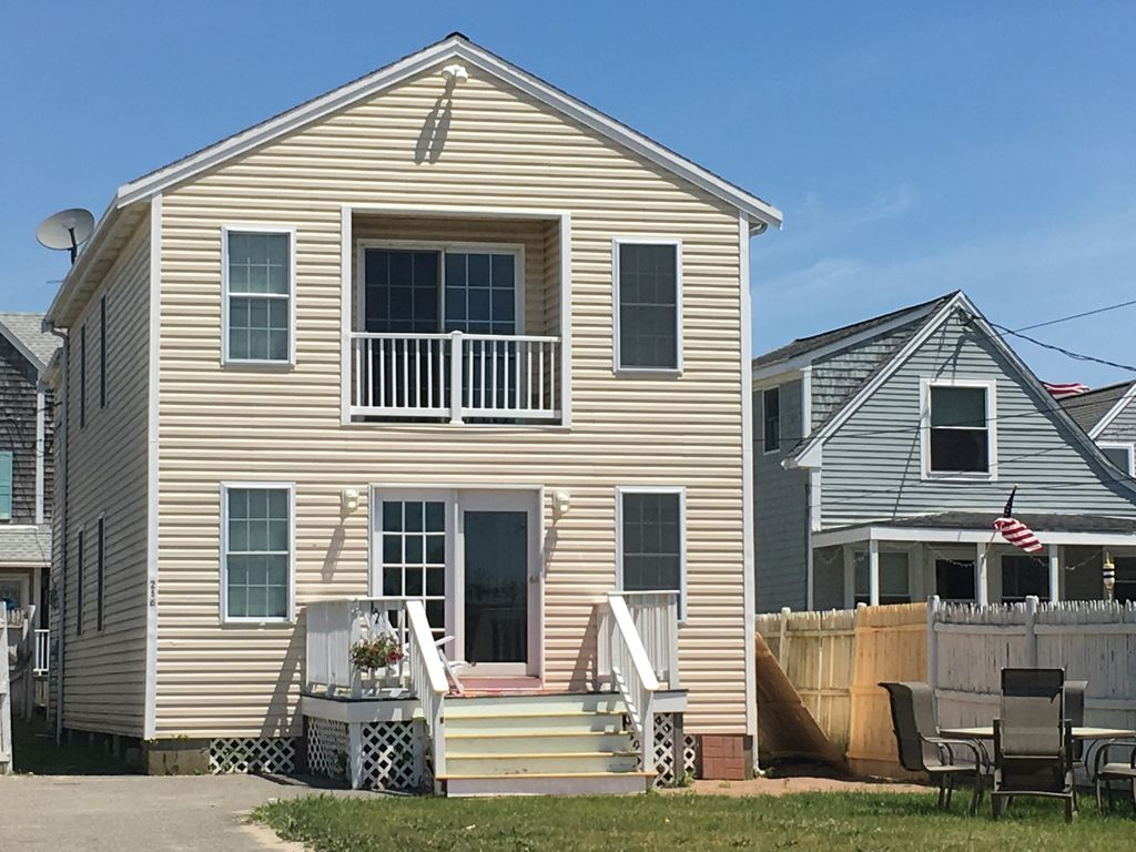 Beautiful and spacious beach house in the heart of Brantrock