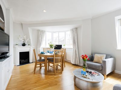 Photo for Gorgeous and bright one bedroom in trendy Chelsea