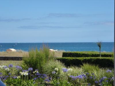 Photo for Carnac-Plages comfortable apartment facing the sea