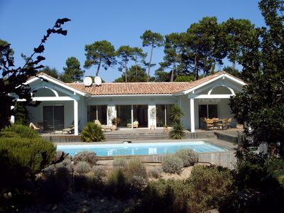 Photo for Villa near Lake and golf course, swimming pool 10x5, 250m lake, forest edge, quiet.