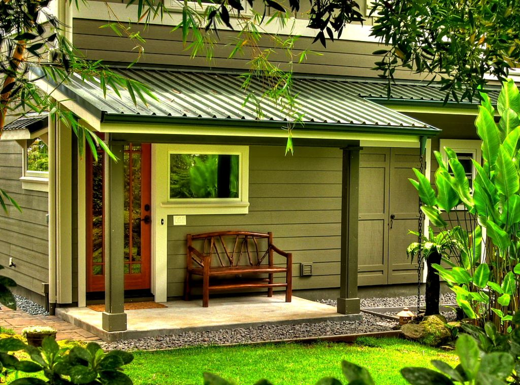Zen bamboo bungalow guesthome asian inspired tropical gardens spa 1 br vacation house for for Houses for rent in hawaiian gardens