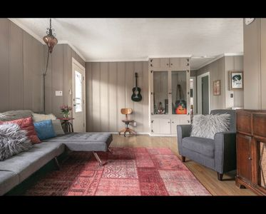 COZY COTTAGE with thoughtful touches close to the AIRPORT, DOWNTOWN, & OPRY