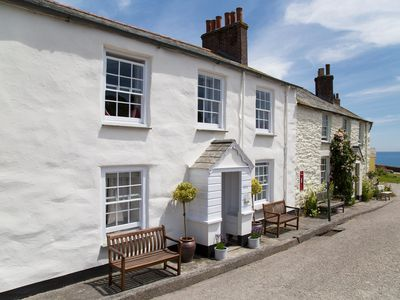 Photo for Double Fronted Reverse Living Cottage With Harbour And Sea Views