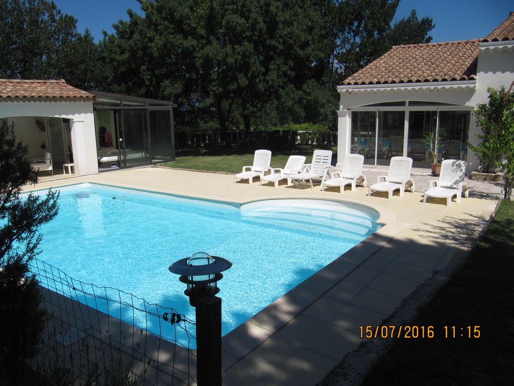 Maison luxueuse provencale tout confort piscine et for Confort piscine orchies