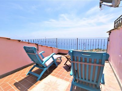 Photo for Renovated 2 bedrooms fully equipped apartment with terrace and sea view