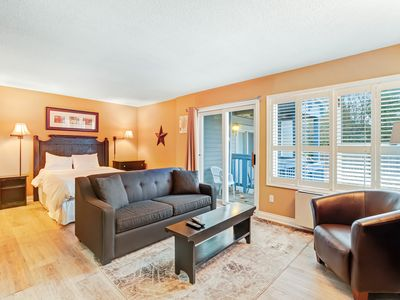 Photo for Well-located condo w/ shared pool & hot tub - walk to lifts, on bus route!