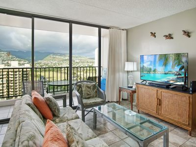 Darmic Waikiki Banyan: Deluxe - Mountain View  |  19th  floor  |  1 bdrm  | FREE wifi and parking  | AC | Quality amenities |Only 5 mins walk to the beach!