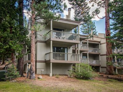 Photo for Beautiful condo with shared pool & tennis courts, close to Northstar!