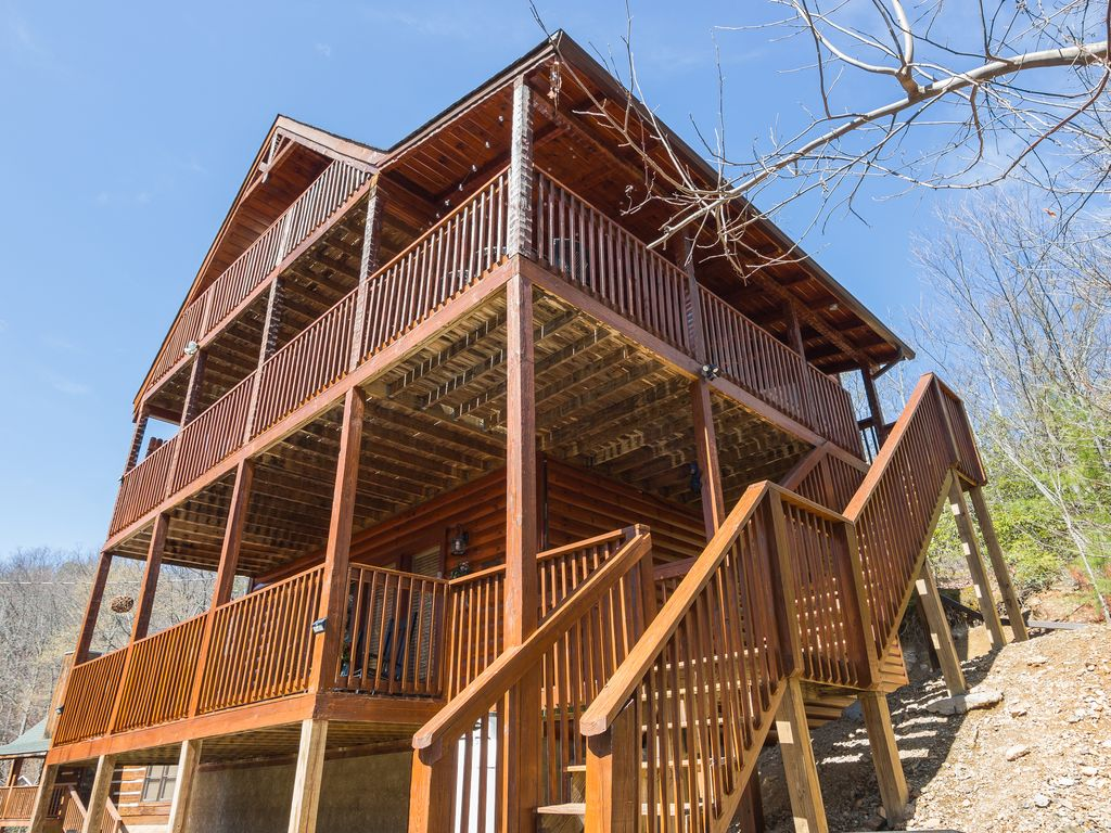 Luxery pet friendly cabin pool table hot tub fire pit for Luxury pet friendly cabins in gatlinburg tn