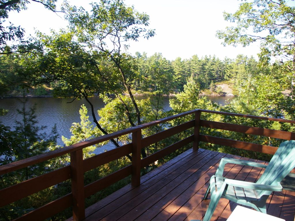 Waterfront cottage on muldrew lake muskoka homeaway for Waterfront cottage