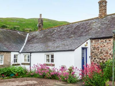 Photo for AKELD COTTAGE, pet friendly, with a garden in Wooler, Ref 904419