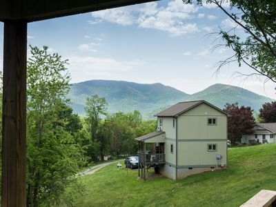 Photo for Cute 1 bedroom close to town with mountain views! Includes a Biltmore ticket & more!