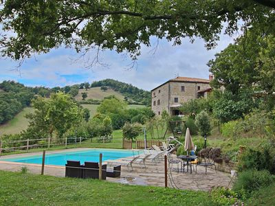 Photo for Farmhouse with pool in the hills, beautiful views, in the truffle area