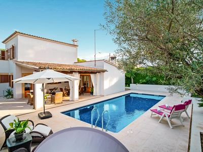 Photo for Holiday home directly by the sea and close to the beach with private pool and ou