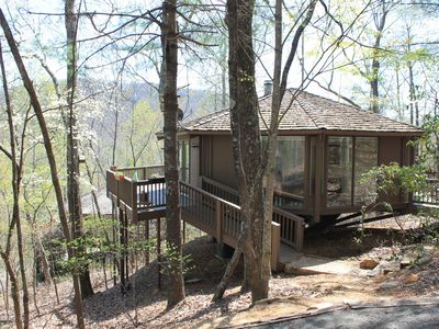 Treetop Cabin in Big Canoe.  Walk to most Amenties!  GREAT WEEKLY RATES