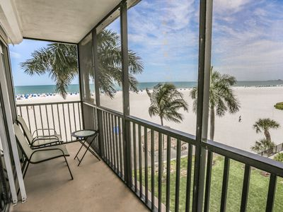 Photo for Located on the fourth floor Unit 424, at Island Winds, offers panoramic views of the Gulf of Mexico.