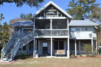 The Sand Dollar Cottage located 35 min from Savannah