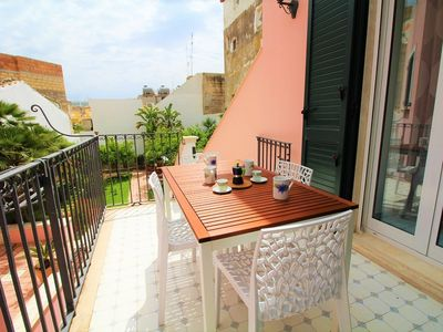 Photo for Talè Talè Apartment just 90m from the sandy beach