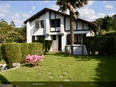 Photo for Large villa with swimming pool, 10 minutes' walk from Madrague beach and golf course
