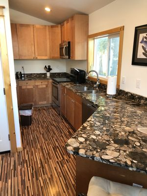 1 bedroom apartment located downtown!