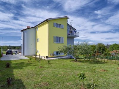 Photo for Apartment House Mato in Pula/Banjole - 4 persons, 1 bedrooms