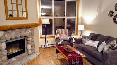 Photo for Centrally located 3 level, 3 bedroom pet friendly townhome with private hot tub