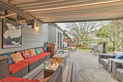 Book your Milwaukie escape to this 2-bedroom, 1-bath vacation rental apartment!
