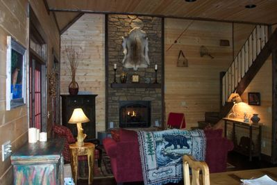 Living Room with Fireplace and TV in Hutch