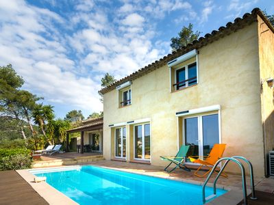 Photo for Nice house with beautiful sea views on the peninsula of Hyeres