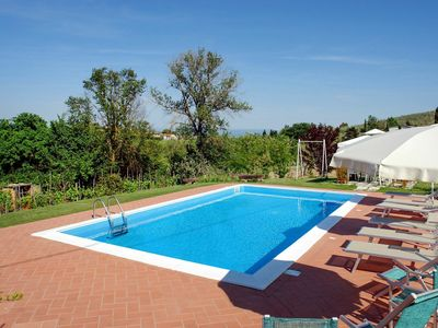 Photo for Beautiful apartment for 6 guests with WIFI, private pool, TV, balcony, pets allowed and parking