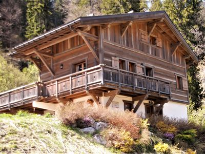 Photo for Spacious, luxury family chalet with beautiful mountain views.