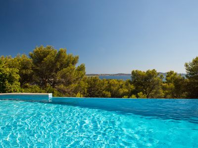 Photo for Beautiful 3 bedroom apartment, pool, exceptional sea view without vis-à-vis
