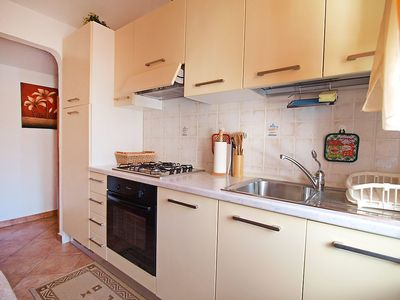 Photo for Apartment 1.4 km from the center of Pula with Parking, Internet, Washing machine, Air conditioning (453449)