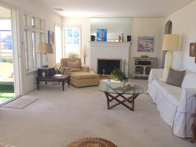 Spacious Living Room, great for gathering. Stereo system, working fireplace.