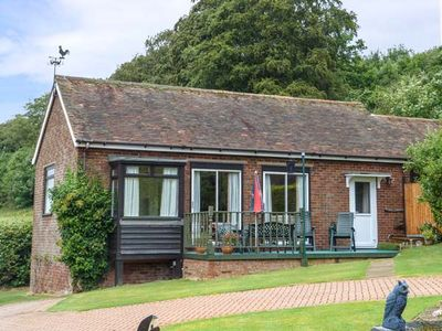 Photo for MONKS COTTAGE, family friendly in Faversham, Ref 941807