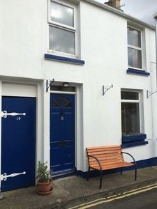 Photo for Charming 2-bed Cottage in town centre