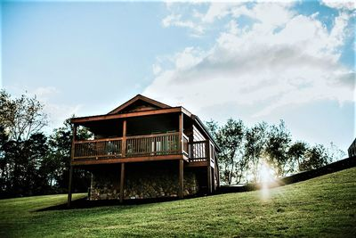 Hawksbill Retreat Romantic couples log cabin #8.