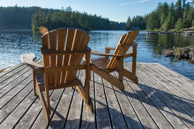 Relax on the dock (note distance to dock for neighbouring Hummingbird Cottage)