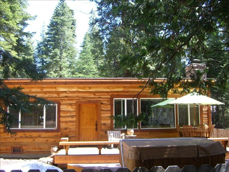 Luxury log cabin with new hot tub and great vrbo for Log cabin with hot tub one night stay