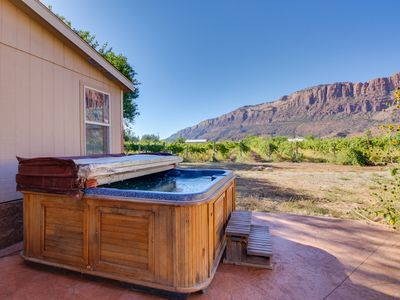 Photo for Deluxe patio with pizza oven, outdoor shower, hot tub, tremendous views, & more!