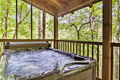 After a day of hiking, treat yourselves to a long soak in the private hot tub.