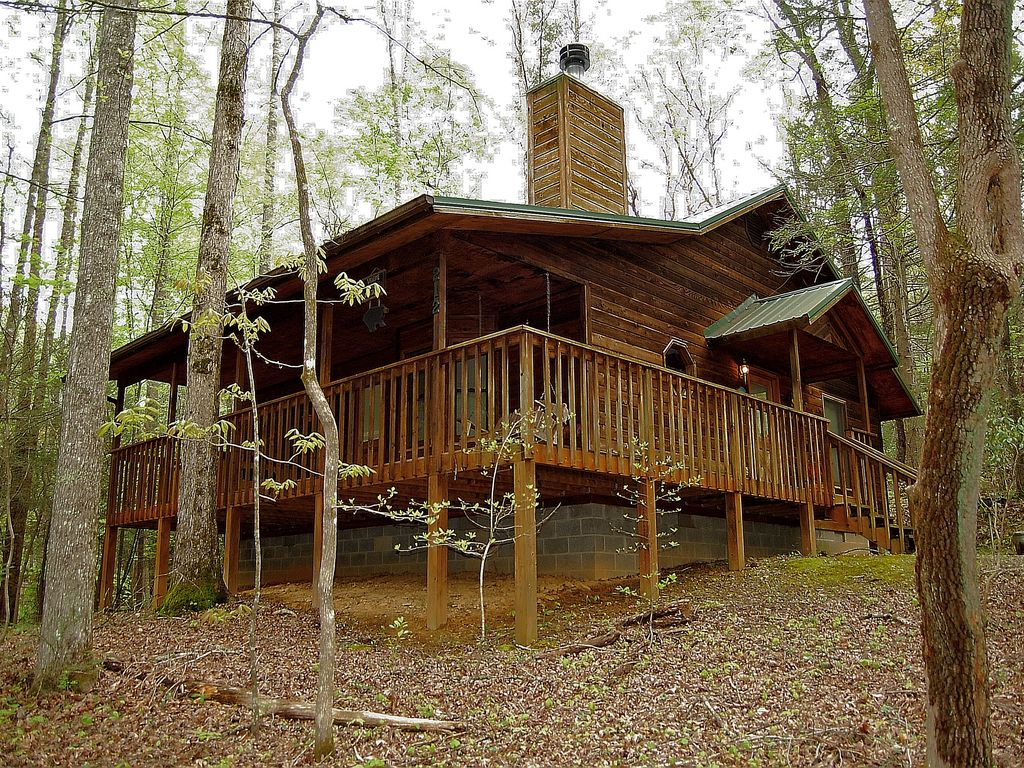 Arts crafts community 1 bedroom hot tub and pool table wifi gatlinburg for 4 bedroom cabins in gatlinburg tn