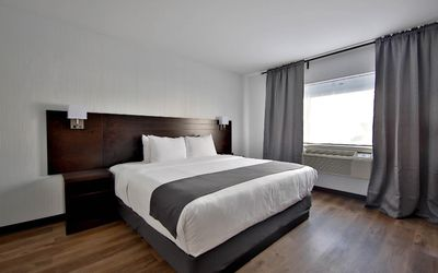Photo for Enjoy your stay in Montreal at Hôtel Newstar - Appart King size, kitchen equiped and sofa bed, 4 pers 2 peolple